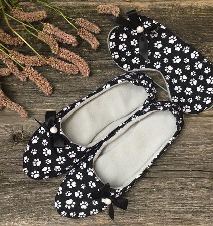 Домашние тапочки и маска для сна ручной работы на заказ
