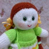 Вязаная куколка в зеленом