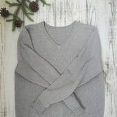 Мужской пуловер с V-образным вырезом