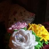 Вязаный горшок с цветами Розовые розы