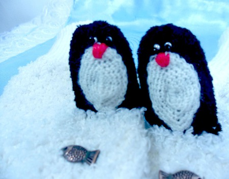 """Варежки развлекательные """"Пингвины"""" ручной работы на заказ"""
