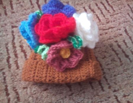 Шапочка с цветами ручной работы на заказ