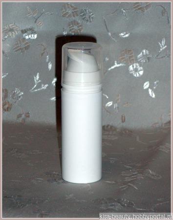 Укрепляющий и увлажняющий крем-флюид для ухода за областью глаз с эффектом лифтинга (40+) ручной работы на заказ