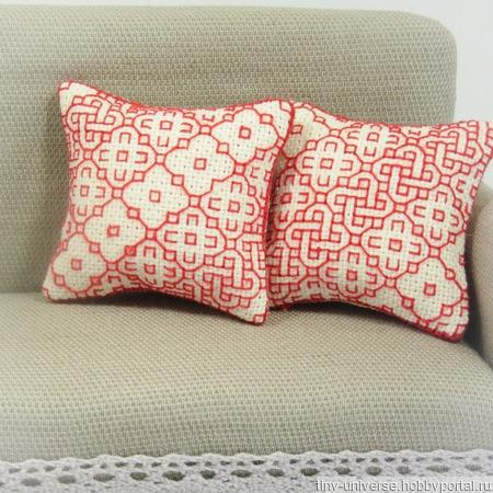 """Набор подушек в стиле blackwork """"Red"""" ручной работы на заказ"""