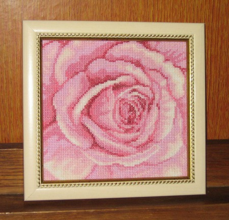 "Вышитая картина ""Розовая роза"" ручной работы на заказ"