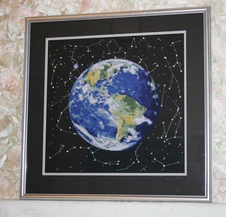 "Вышитая картина ""Планета Земля"" ручной работы на заказ"