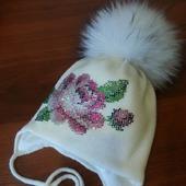 Зимняя шапочка с авторским декором из страз