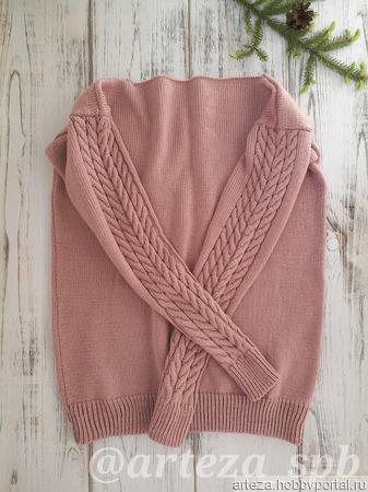 Пуловер с аранами на рукавах ручной работы на заказ
