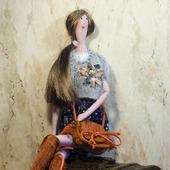 Текстильная кукла с брошью
