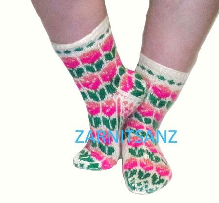 """Носки  """"Весенние тюльпаны"""" подарок женщине девушке на 8 марта ручной работы на заказ"""