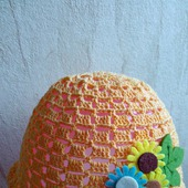 Летняя вязанная крючком шапочка-панамка для девочки