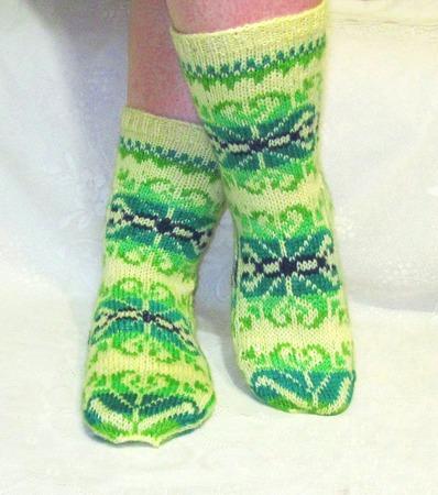 """Носки """"Радужные снежинки"""" жёлтые с зелёным подарок женщине ручной работы на заказ"""