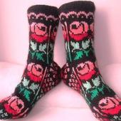 """Носки """"Розы на чёрном"""" подарок женщине на 8 марта"""