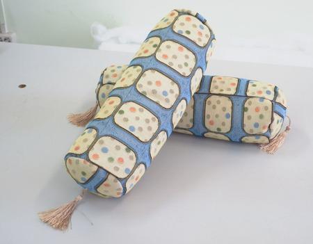 Подушка-валик ручной работы на заказ