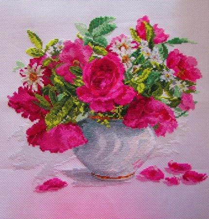 Цветущий сад. Розы и ромашки ручной работы на заказ