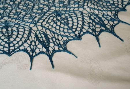 Ажурная шаль из натурального шелка ручной работы на заказ