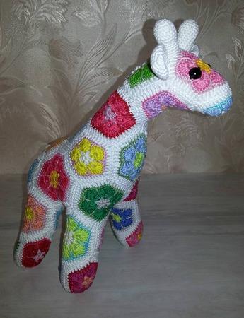 Жираф вязаный из мотивов ручной работы на заказ