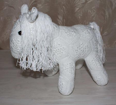Лошадка вязаная из мотивов ручной работы на заказ