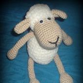 Вязаная овечка Долли