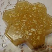 Медовое мыло с овсянкой и имбирем