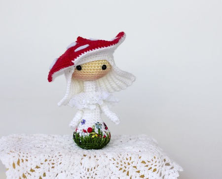 """Kрючковый Мастер-класс """"Маленькая куколка Amanita muscaria Tanoshi"""" ручной работы на заказ"""