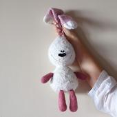"""Мастер-класс """"Белый заяц с розовыми лапами и ушами."""""""