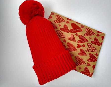 Комплект шапочка и варежки ручной работы на заказ