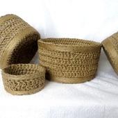 Набор плетеных корзин для подарков: Набор круглых корзин - 4 штуки.