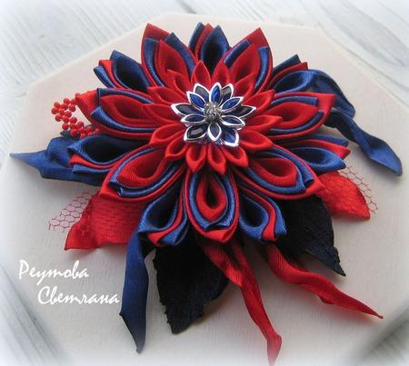 Брошь Красно-синий цветок в технике канзаши ручной работы на заказ