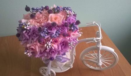 Лиловая композиция Велосипед с цветами ручной работы на заказ