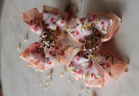 Персиковые бантики тюльпаны ручной работы на заказ