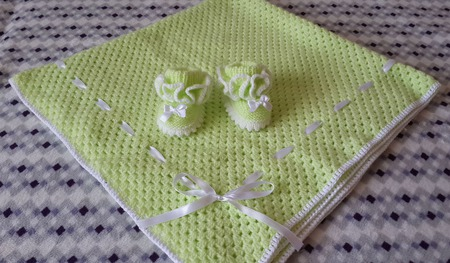 Плед и пинеточки для новорожденного ручной работы на заказ