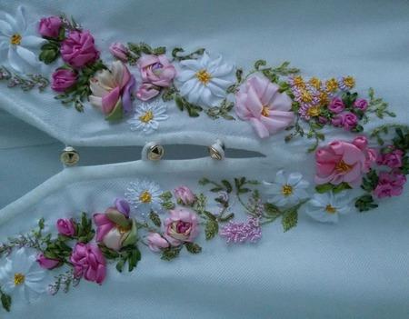 Вышивка лентами на блузке на заказ ручной работы на заказ