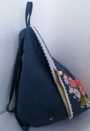 Городской рюкзак Ромашки и розы ручной работы на заказ