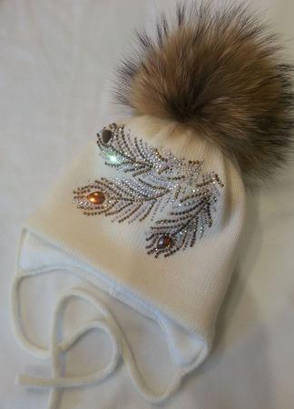 Зимняя шапочка с помпоном ручной работы на заказ