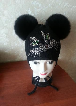Зимние шапочки с помпонами ручной работы на заказ