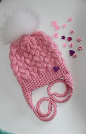 Вязаная шапка с помпоном ручной работы на заказ