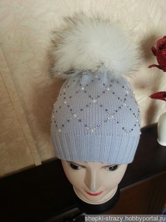 Зимняя шапочка с помпоном и стразами ручной работы на заказ