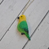 Кулон попугайчик верните лето