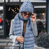 Вязаная шапка и шарф из толстой пряжи