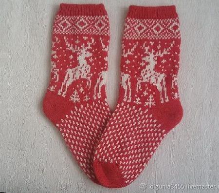 Носки красные с оленями ручной работы на заказ