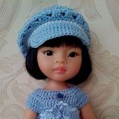 Платье с кепочкой или шапочкой для Паолы Рейна .