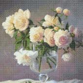 Белые розы в фужере