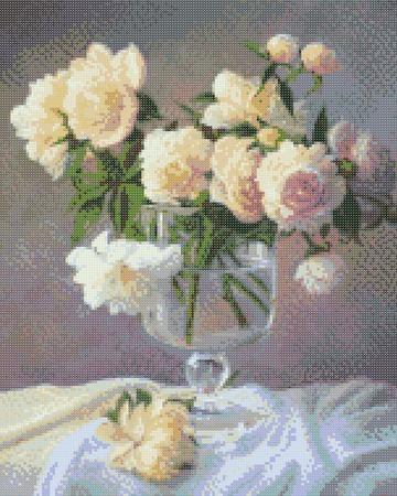 Белые розы в фужере ручной работы на заказ
