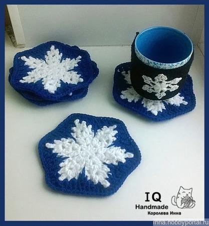 Снежинки в синем подставка, прихватка ручной работы на заказ