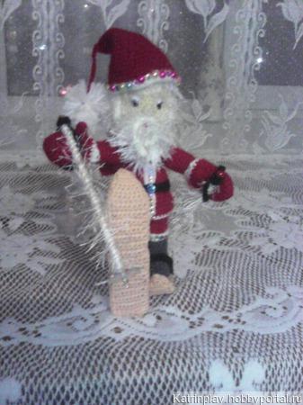 Дед Мороз на лыжах ручной работы на заказ