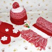 Вязаный комплект: шапка, шарф и варежки