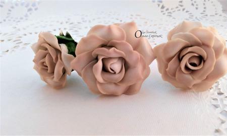 Шпильки из полимерной глины Розы Крем-брюле ручной работы на заказ