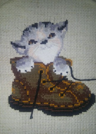 """Вышитая картина """" Котенок в ботинке"""" ручной работы на заказ"""