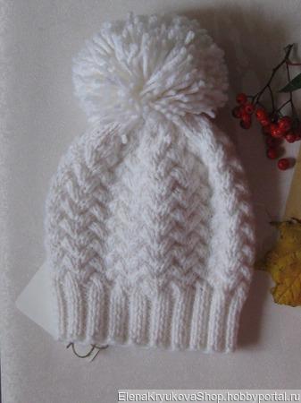 Шапочка белая вязанная ручной работы на заказ